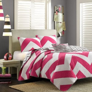 4 Pc Zig Zag Reversible Chevron Bedspread Quilt with Matching Shams and Cushion pillow