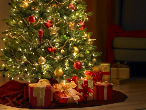 buying an artificial christmas tree can be difficult especially if its your first one some considerations taken from the natural christmas trees do apply
