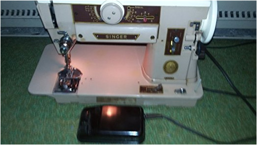 Vintage 1970s Singer Sewing Machine 401a