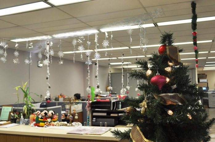 Best Christmas Office Decorations - A Very Cozy Home