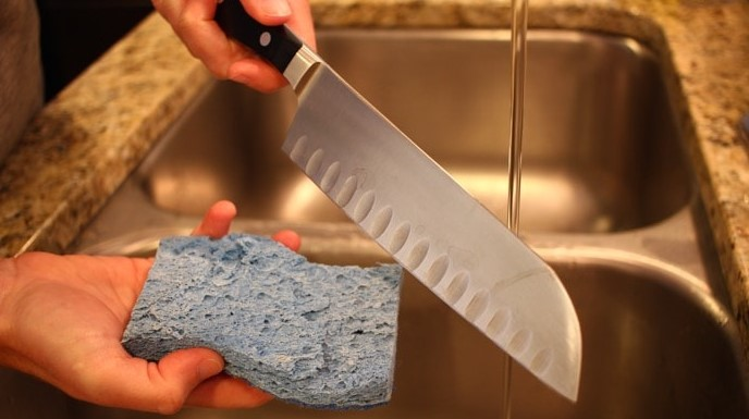 Cleaning Kitchen Knives