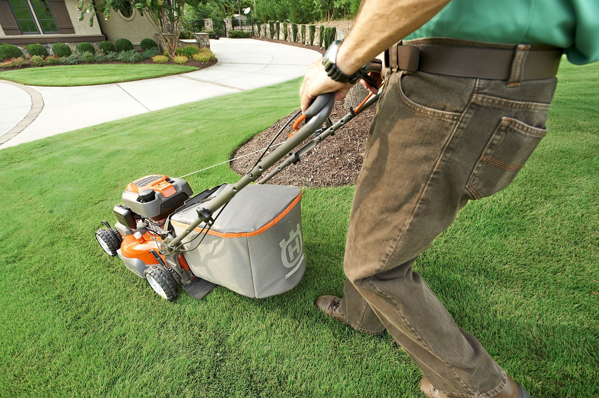 lawn-maintenance-with-a-lawn-mower