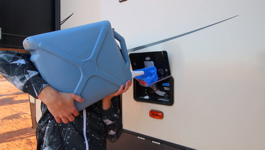 how-to-refill-fresh-water-tank-during-camping