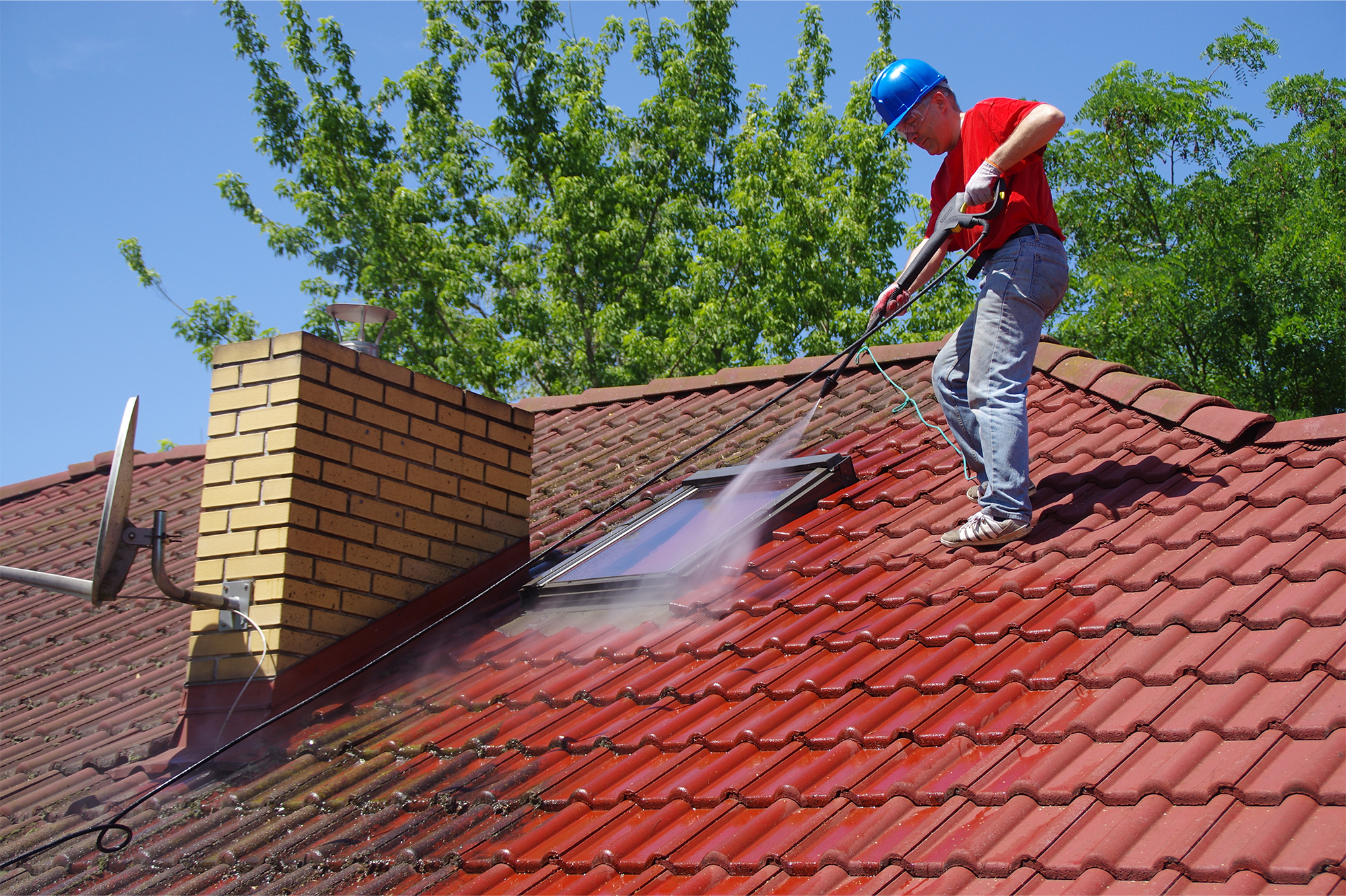 Roof Cleaning – A Home Owners Guide – The Do's And Don'ts In 2021