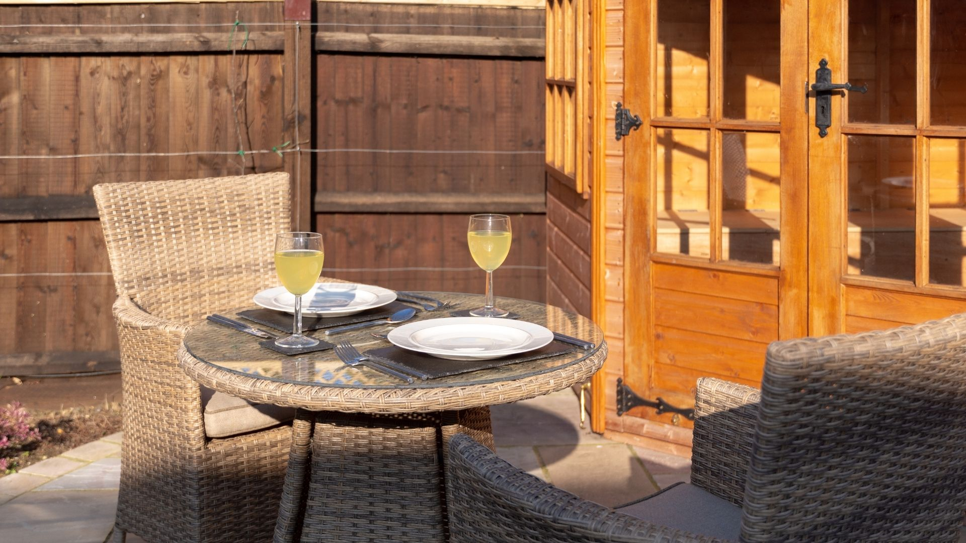 Ten recommendations for most pleasant outdoor dining at home